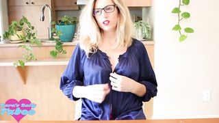 Dara's Daily Taboo – Asking Step Mom For Dick Size Advice