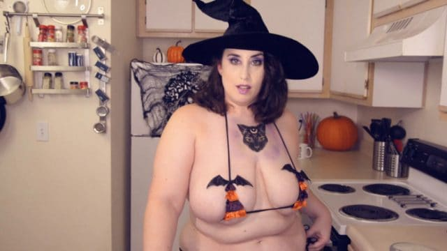 Kitty Leroux – Mommy Got Ghosted Taboo Halloween