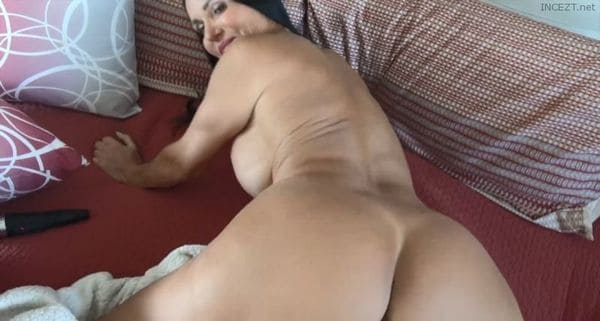 Butt3rflyforU – Daddy is out on Business and Mommy is Horny