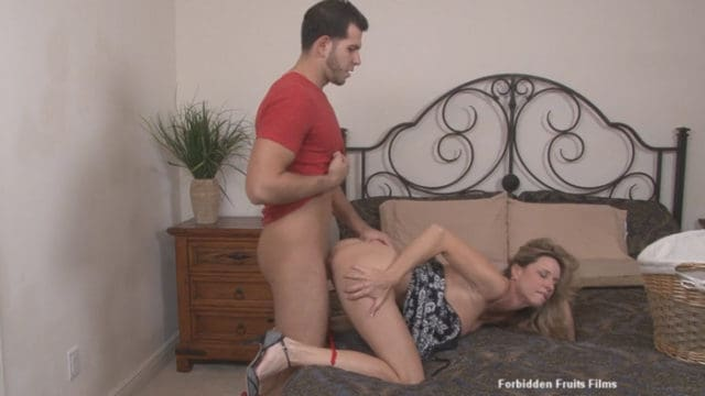 Jodi West – The Perfect Mother