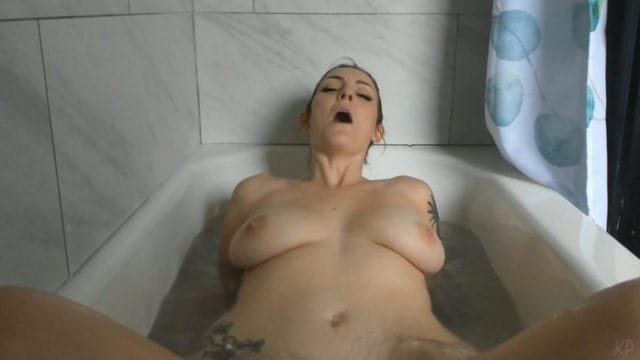 Kelly Payne – Bed & Bathtime Fun With Mommy
